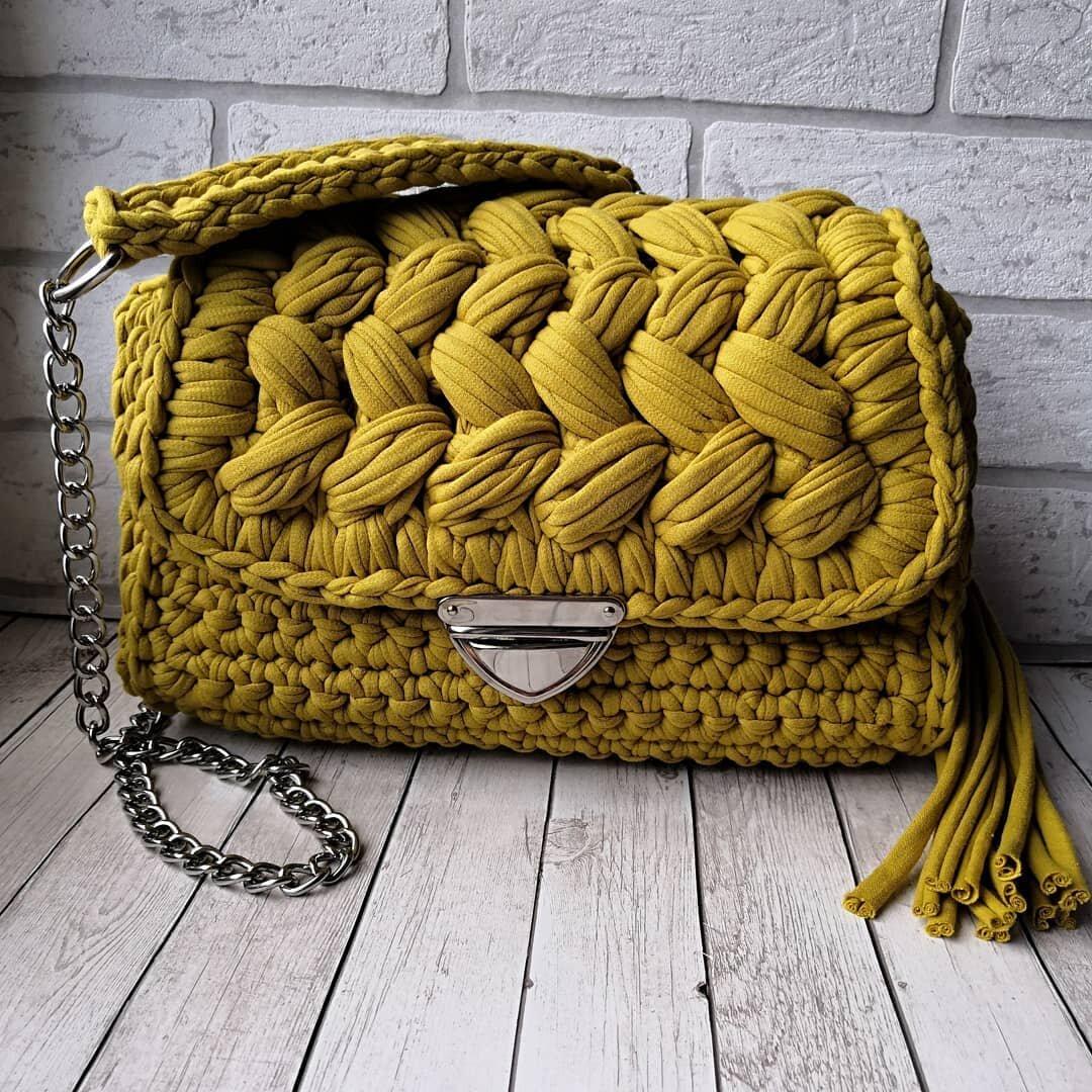 48e6d5a16c Retiazka na kabelky s reliéfom - strieborná 120cm