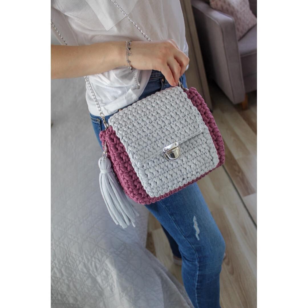 ff2c84b12b Retiazka na kabelky s reliéfom - strieborná 120cm. PrevNext